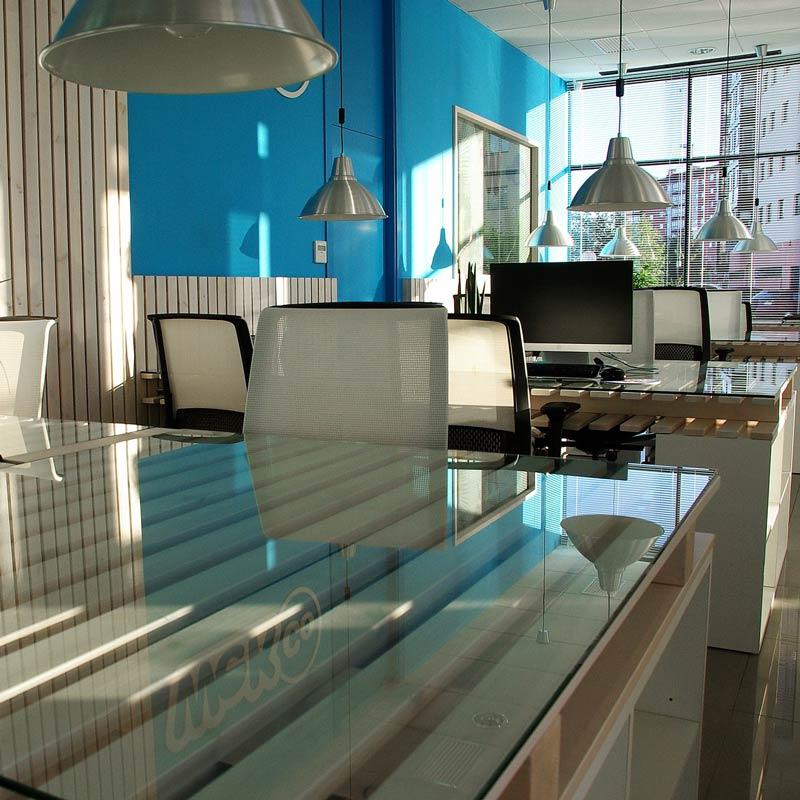 Moderne büroeinrichtung  Büroeinrichtung: Leistungsfähigkeit durch angenehmes Arbeitsumfeld