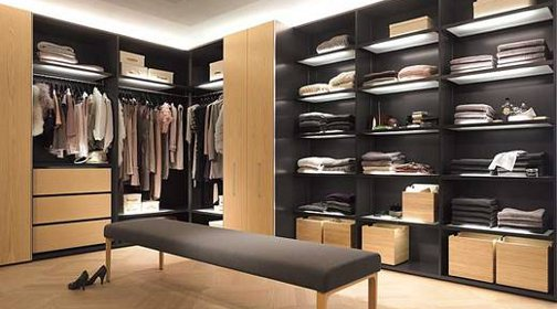 ordnung mit system der begehbare kleiderschrank. Black Bedroom Furniture Sets. Home Design Ideas