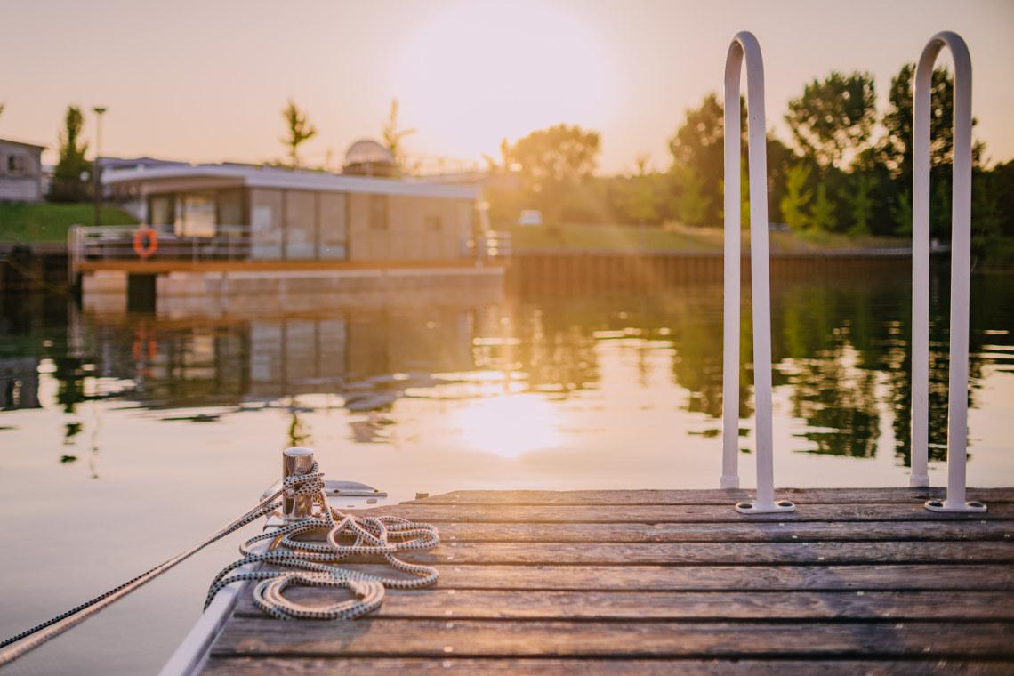 ^ Hausboote - Immonet informiert über Wohnen auf dem Wasser