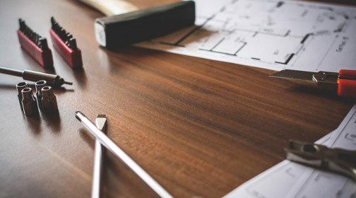 Hammer Teppich Und Tapeten : Renovierungstipps f?r Anf?nger ? Das geh?rt in jede